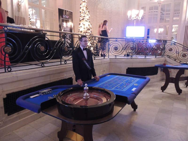 dealer at roulette table