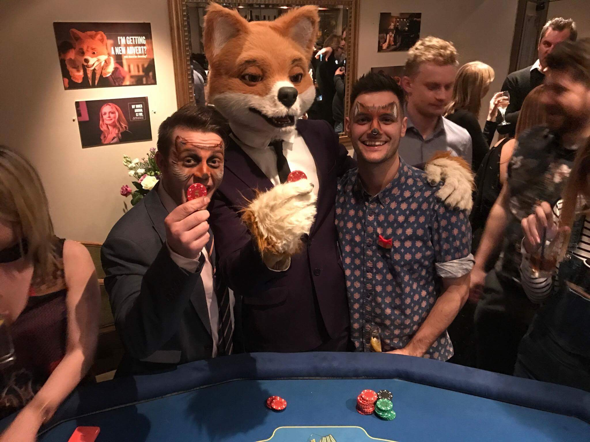foxy bingo outfit playing poker